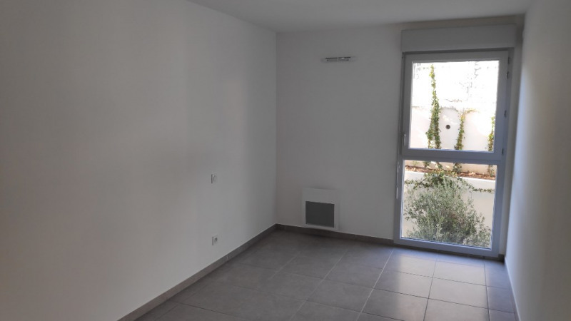 Rental apartment Saint laurent du var 960€ CC - Picture 8
