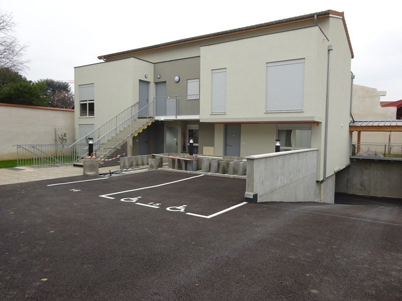 Location parking Bron 50€ CC - Photo 1