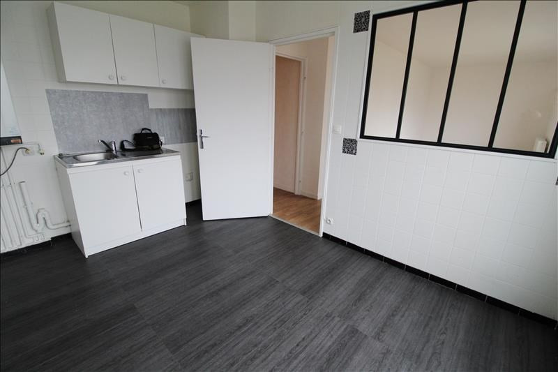 Rental apartment Maurepas 639€ CC - Picture 2
