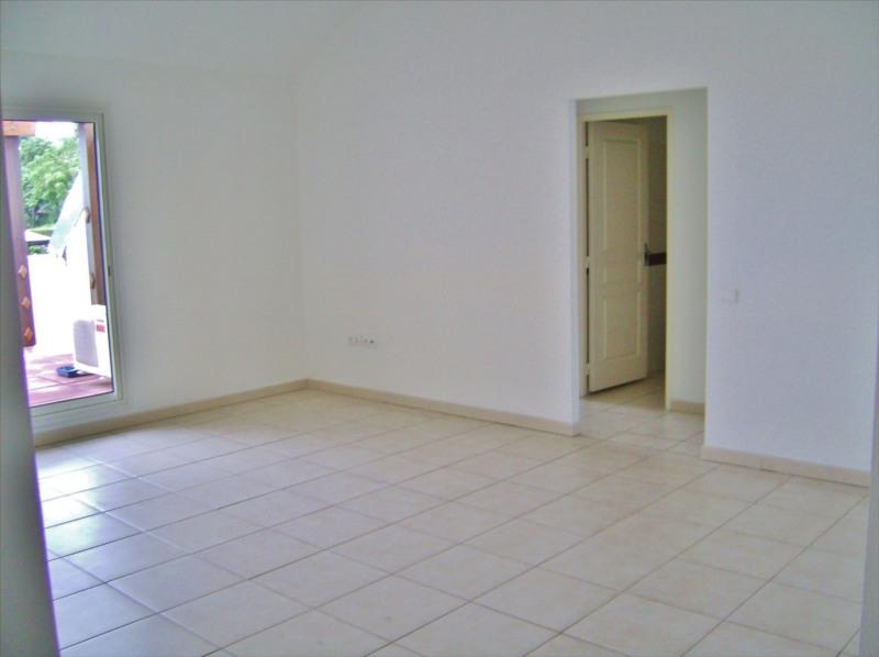Rental apartment Sainte clotilde 810€ CC - Picture 2