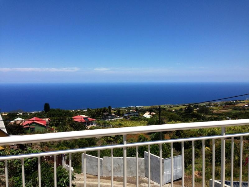 Location maison / villa Petite ile 680€ +CH - Photo 2