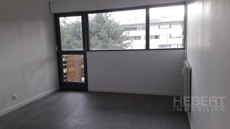 Location appartement Sallanches 770€ CC - Photo 3
