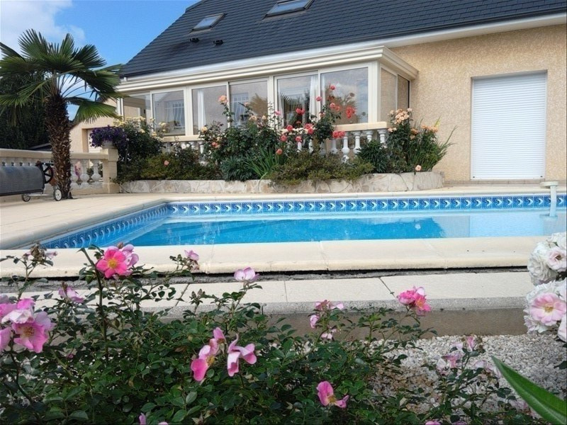 Sale house / villa Nay 298000€ - Picture 1