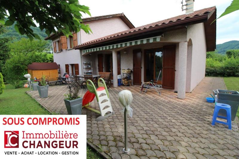 Revenda casa Voiron 320000€ - Fotografia 1