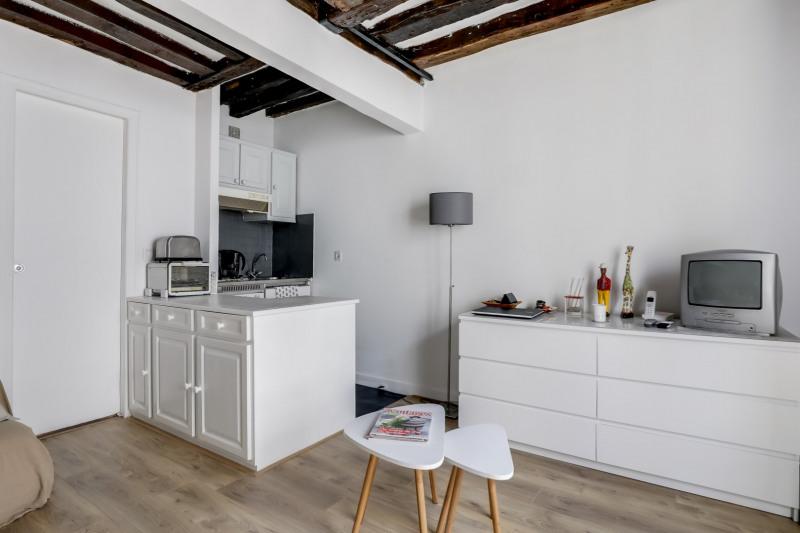Sale apartment Paris 1er 330000€ - Picture 2