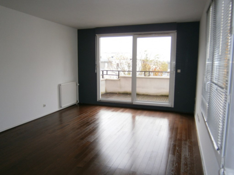 Rental apartment Guyancourt 1 030€ CC - Picture 1