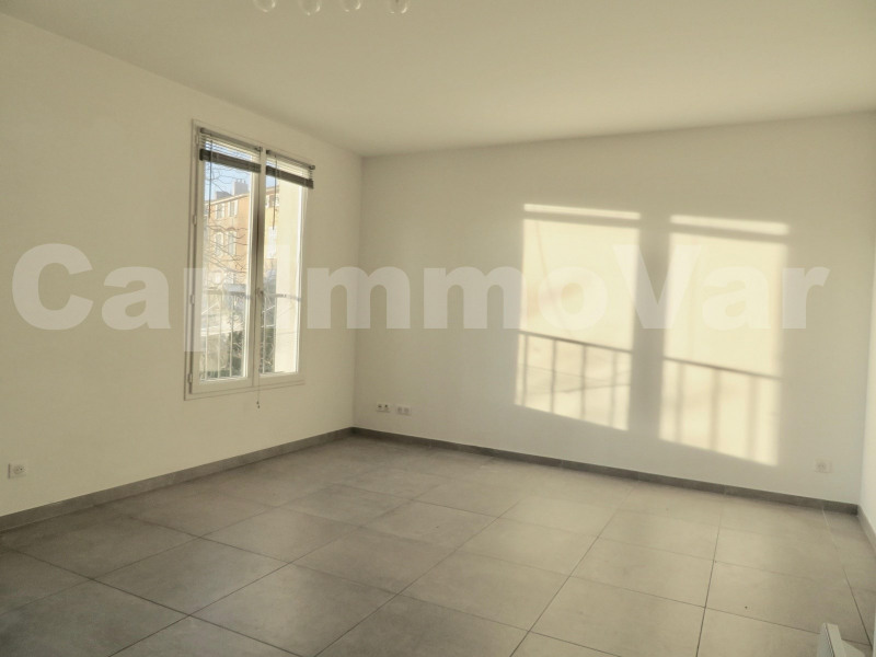 Rental apartment Le beausset 830€ CC - Picture 2