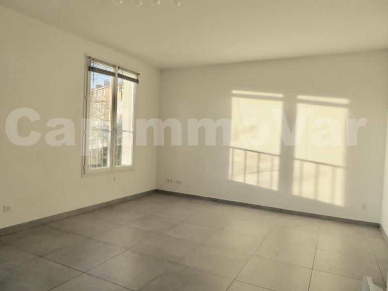 Rental apartment Le beausset 780€ CC - Picture 2