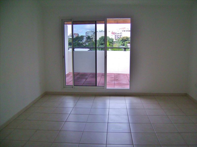 Rental apartment Sainte clotilde 810€ CC - Picture 8