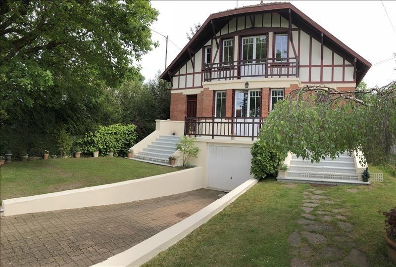 Deluxe sale house / villa Le vesinet 1695000€ - Picture 1