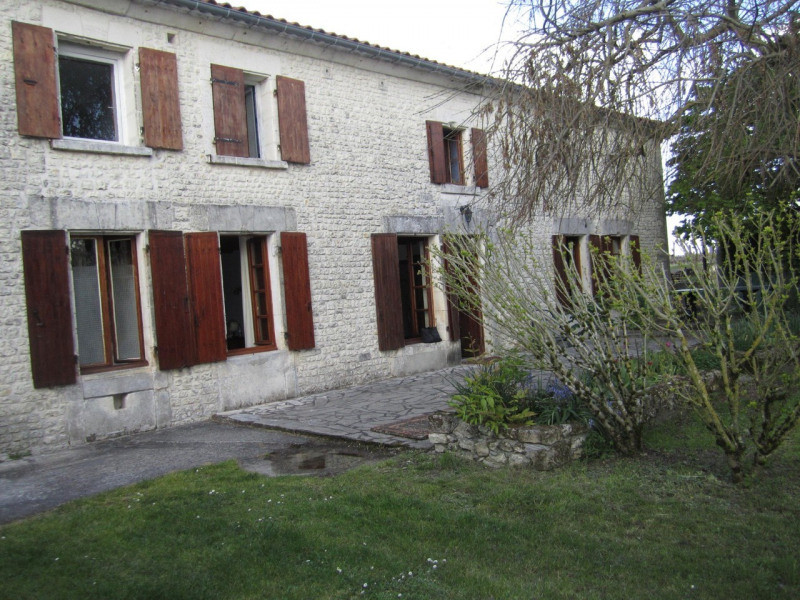 Sale house / villa Criteuil-la-magdeleine 254000€ - Picture 2