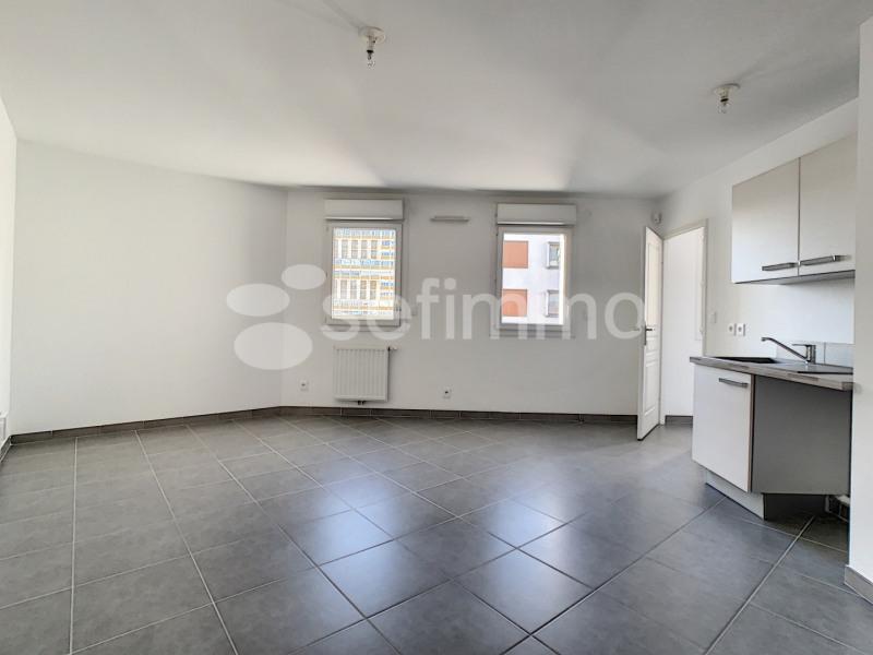 Location appartement Marseille 5ème 742€ CC - Photo 3