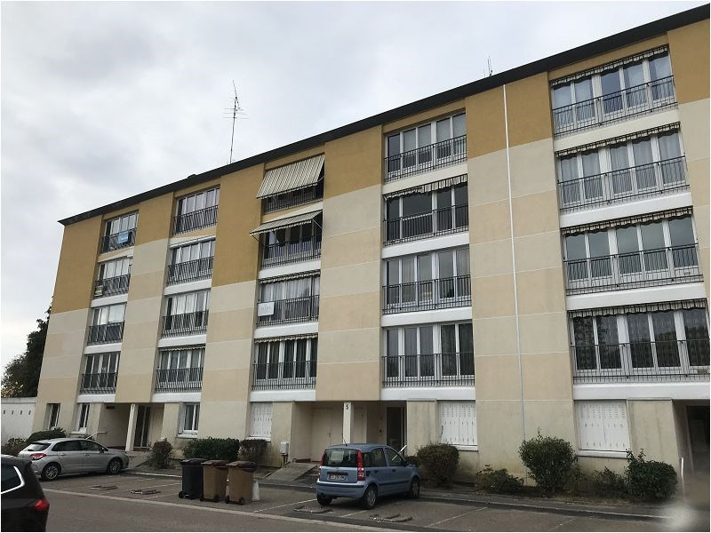 Location appartement Bruyeres le chatel 538€ CC - Photo 1