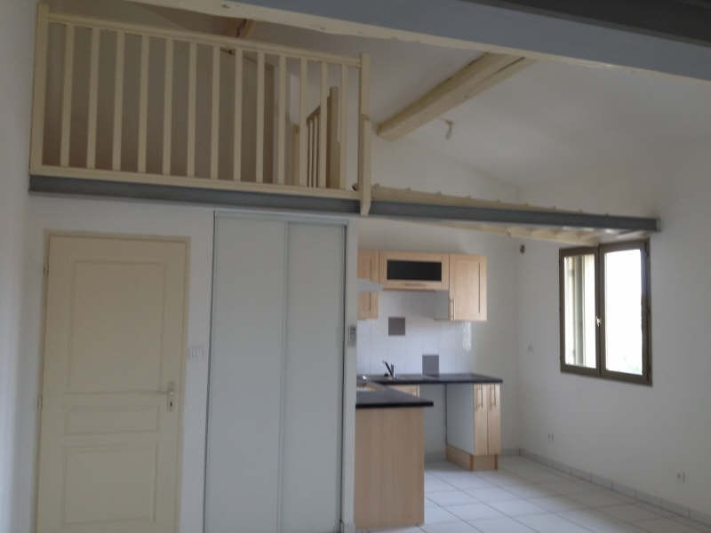 Rental apartment Poussan 637€ CC - Picture 1