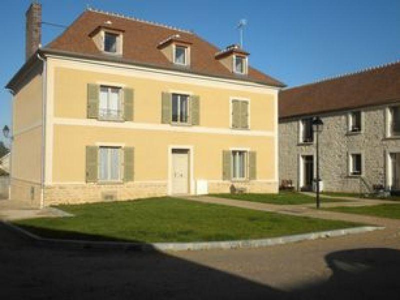 Rental apartment Bouray sur juine 540€ CC - Picture 1