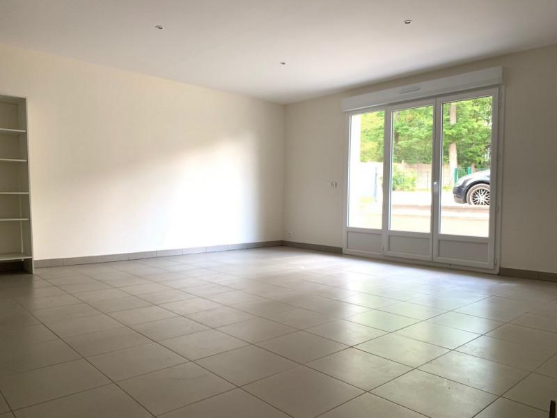 Rental apartment La ville du bois 840€ CC - Picture 2