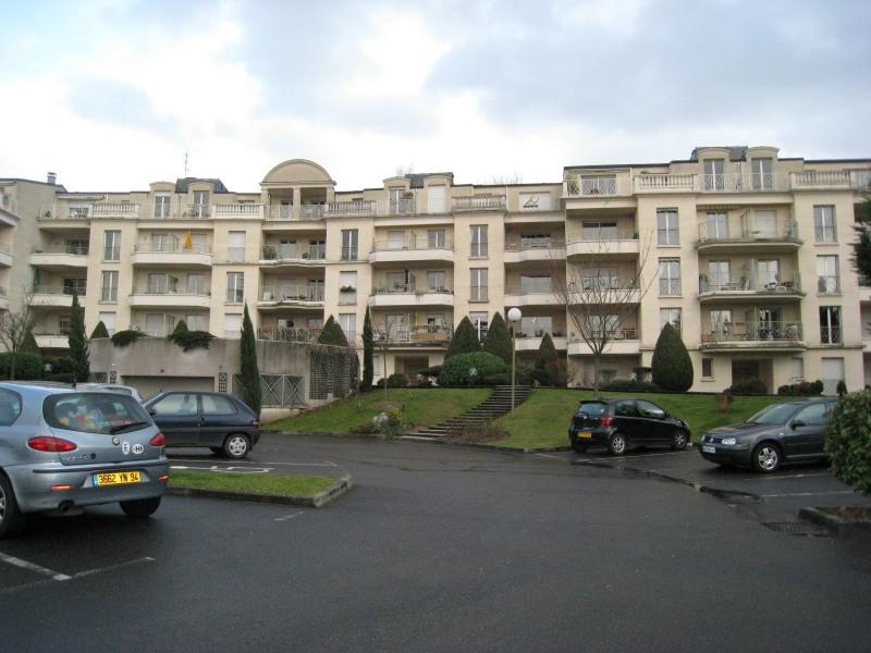 Rental apartment Bry sur marne 990€ CC - Picture 1