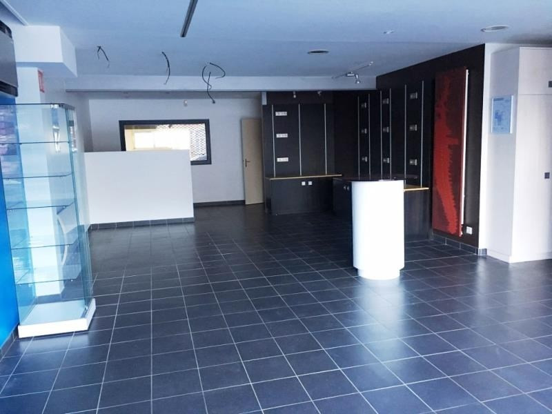 Location local commercial Landean 2 500€ HT/HC - Photo 3