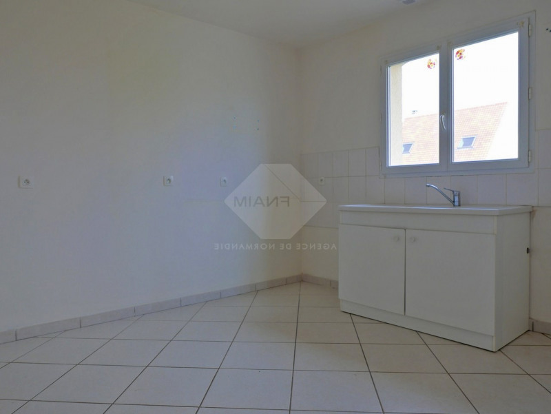 Location maison / villa Menneval 770€ CC - Photo 7