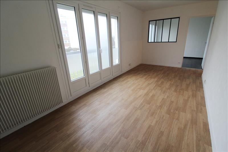 Rental apartment Maurepas 639€ CC - Picture 1