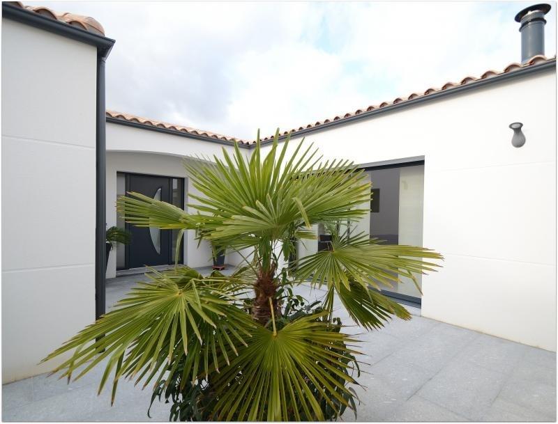 Deluxe sale house / villa St rogatien 640000€ - Picture 2