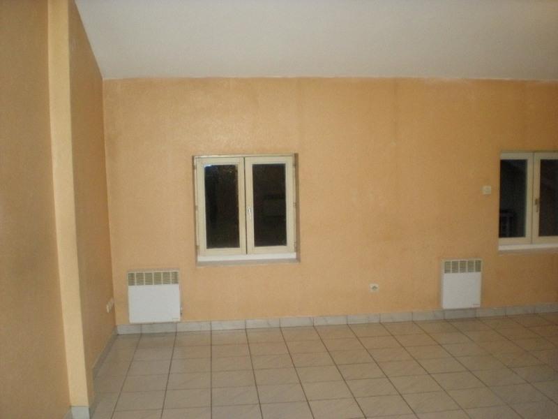 Locação apartamento Craponne 504€ CC - Fotografia 1