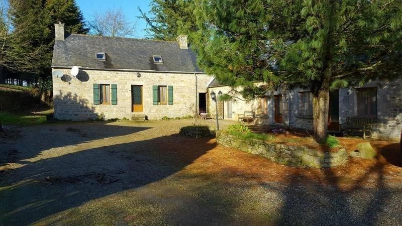 Sale house / villa Plesidy 256400€ - Picture 1