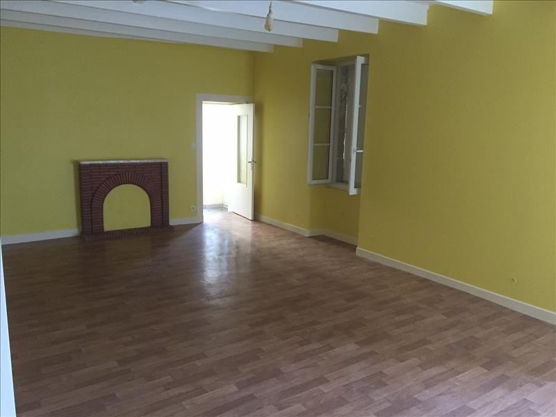 Location maison / villa Coulonges sur l autize 630€ CC - Photo 4