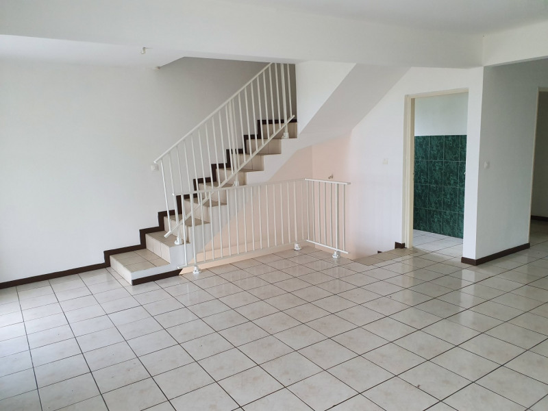 Location maison / villa Le tampon 800€ CC - Photo 2