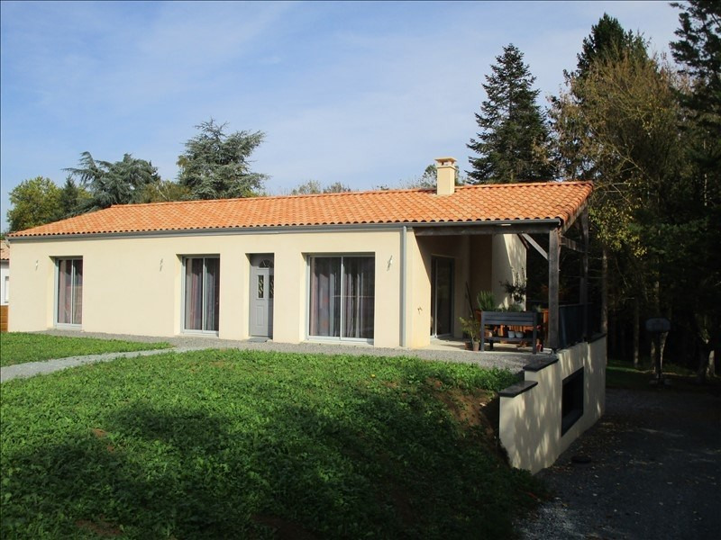 Sale house / villa St gelais 299 900€ - Picture 1