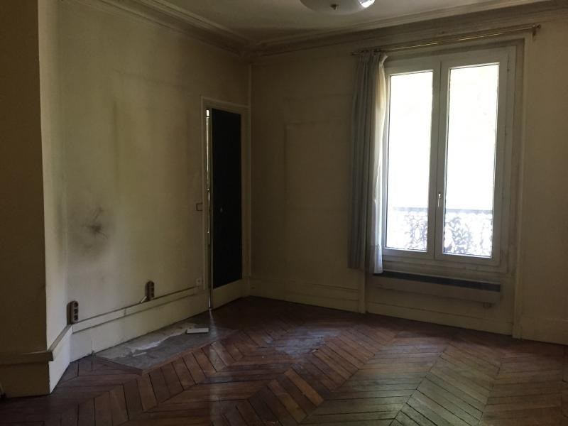 Sale office Paris 10ème 380 000€ - Picture 1