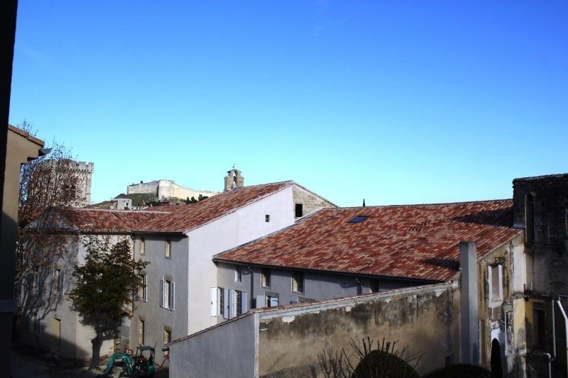 Location appartement Villeneuve-les-avignon 688€ CC - Photo 1