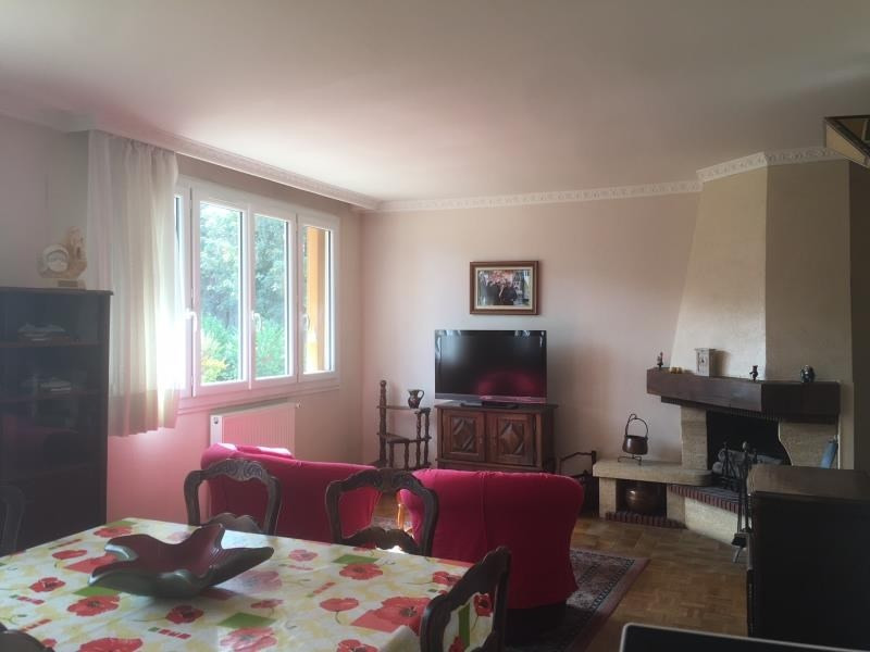 Sale apartment Le mesnil le roi 238 000€ - Picture 2