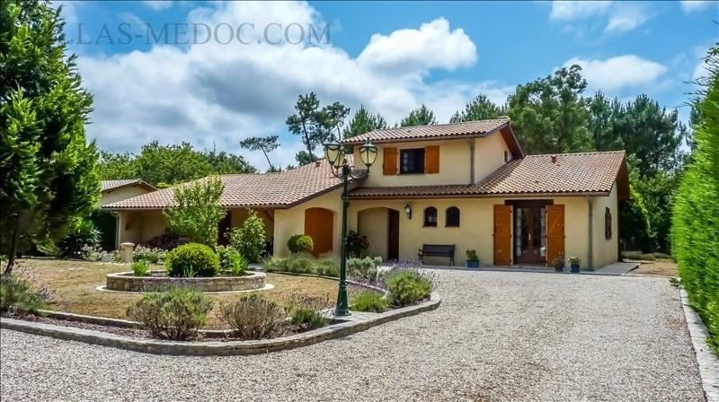 Sale house / villa Grayan et l hopital 380000€ - Picture 2
