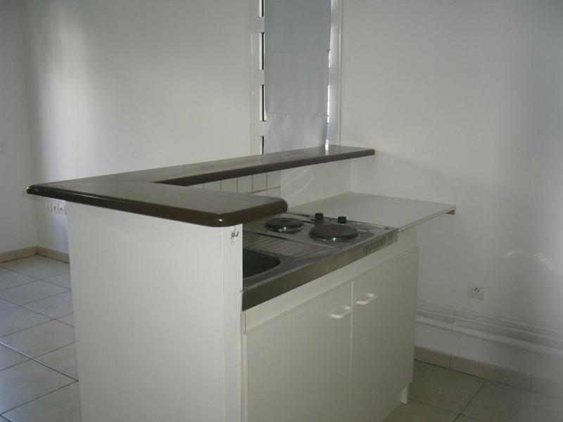 Rental apartment St denis 733€ CC - Picture 5
