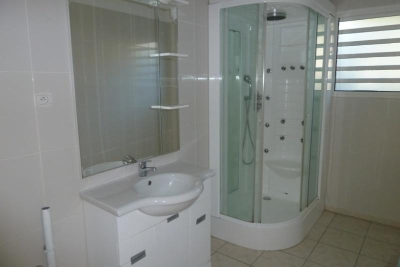 Location appartement Saint pierre 916€ CC - Photo 3