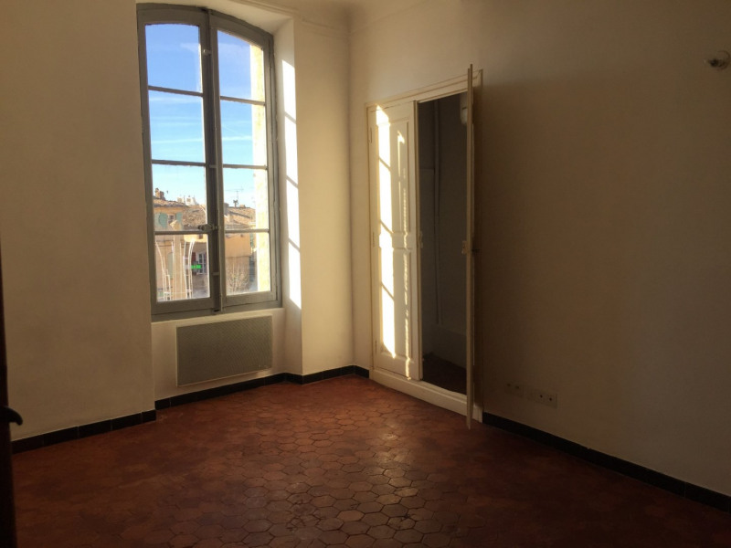 Rental apartment Lambesc 550€ CC - Picture 3