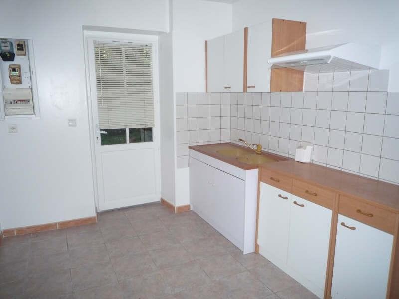 Location maison / villa La barben 650€ CC - Photo 2