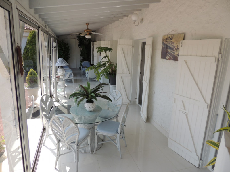 Vacation rental house / villa Saint romain de benet 3 980€ - Picture 8