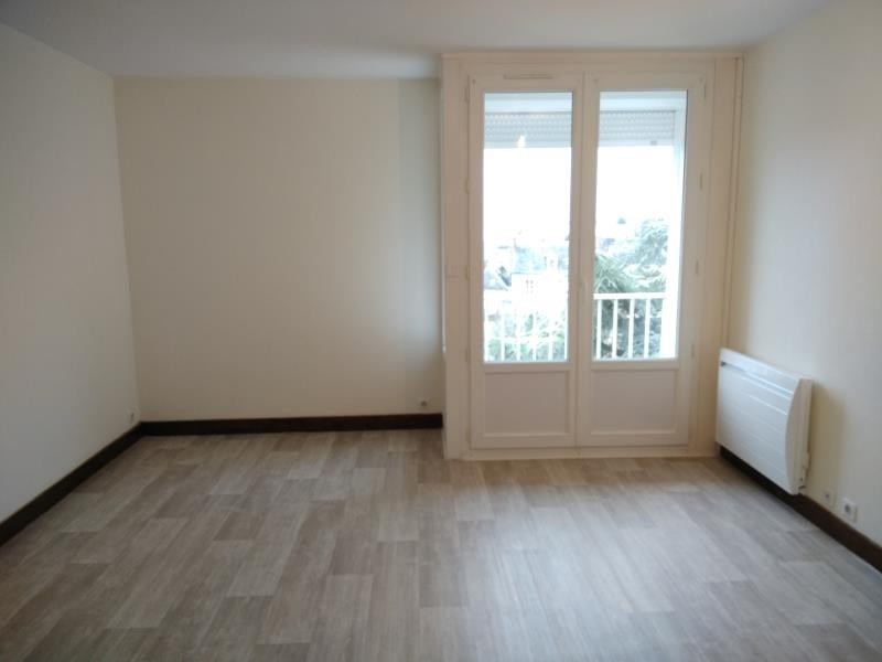 Rental apartment Vendome 327€ CC - Picture 2