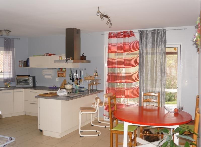 Sale house / villa L isle jourdain 243000€ - Picture 3