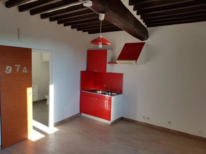 Lambesc à louer studio de 23 m² en centre village