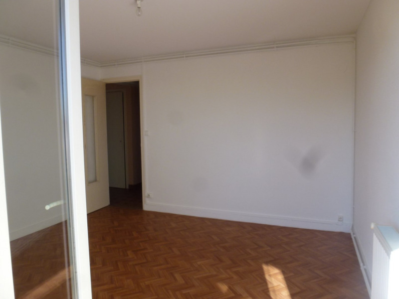 Rental apartment St uze 450€ CC - Picture 2