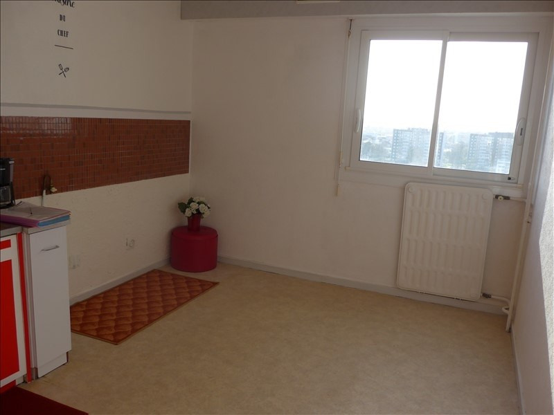 Sale apartment La roche sur yon 70 500€ - Picture 2