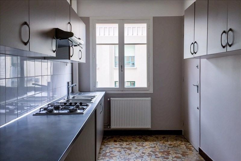 Location appartement Lyon 8ème 950€ CC - Photo 4