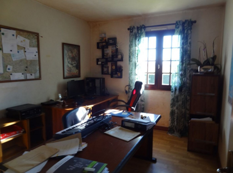 Sale house / villa Mael carhaix 190500€ - Picture 9