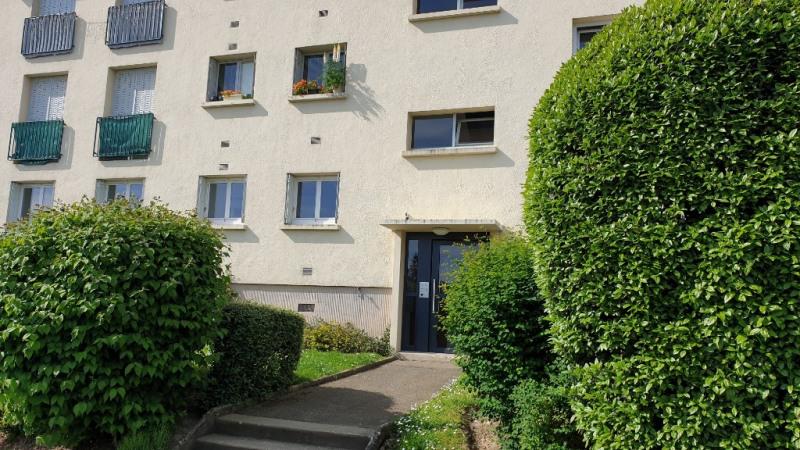 Rental apartment Montfort l amaury 1280€ CC - Picture 2