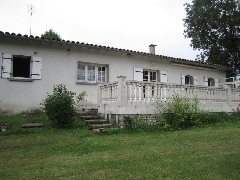 Sale house / villa Barbezieux saint-hilaire 260 000€ - Picture 2