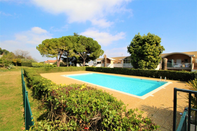 Sale apartment Saint laurent du var 230 000€ - Picture 2