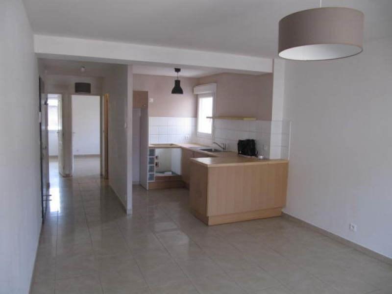 Rental apartment Le plessis pate 845€ CC - Picture 2